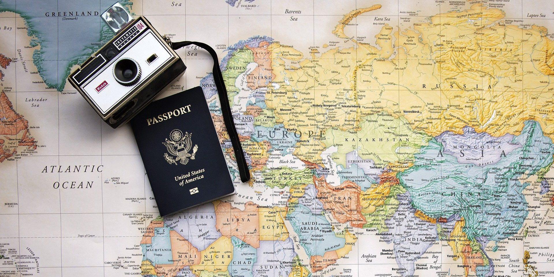 Первые загранпаспорта с помощью криптобиокабин выданы в России