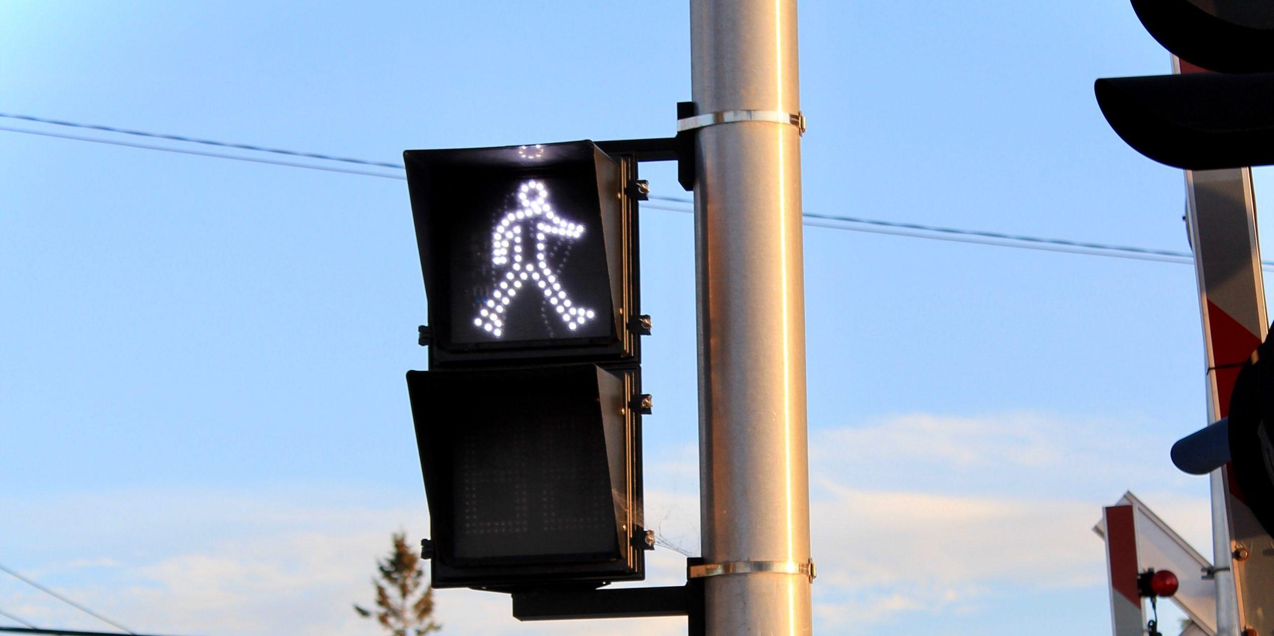В Екатеринбурге на 11 перекрестках поставили умные светофоры
