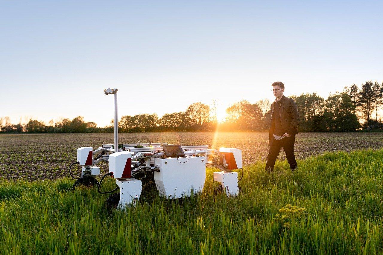 Британские фермеры вывели на поля умных роботов